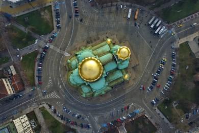 """6.""""Свети Александър Невски"""" е православен храм"""