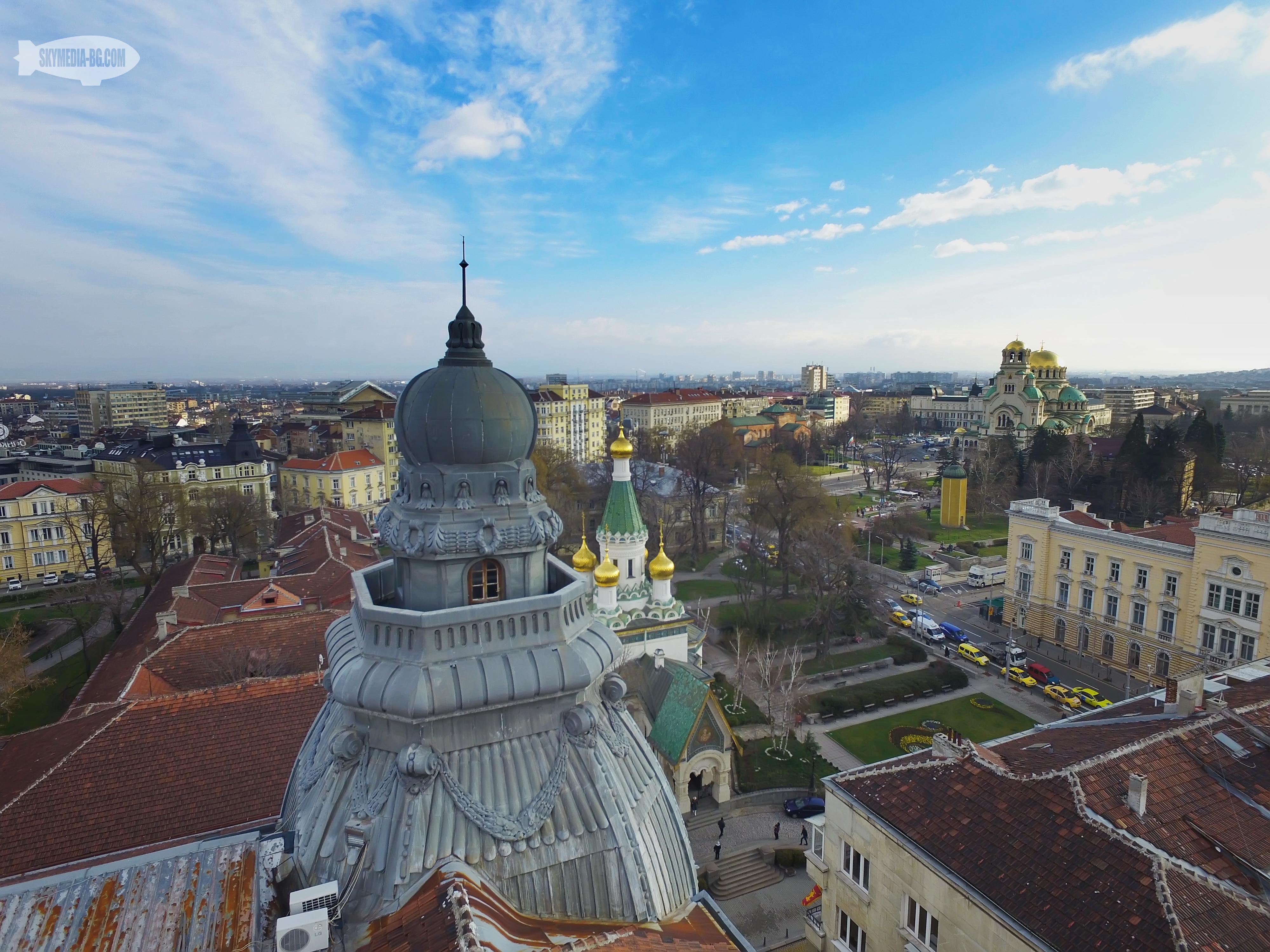 """Поглед към """"Руската църква"""" от кулата на """"Застрахователното дружество"""" с 360 градусов балкон. Едно от най-високите места на стара София."""