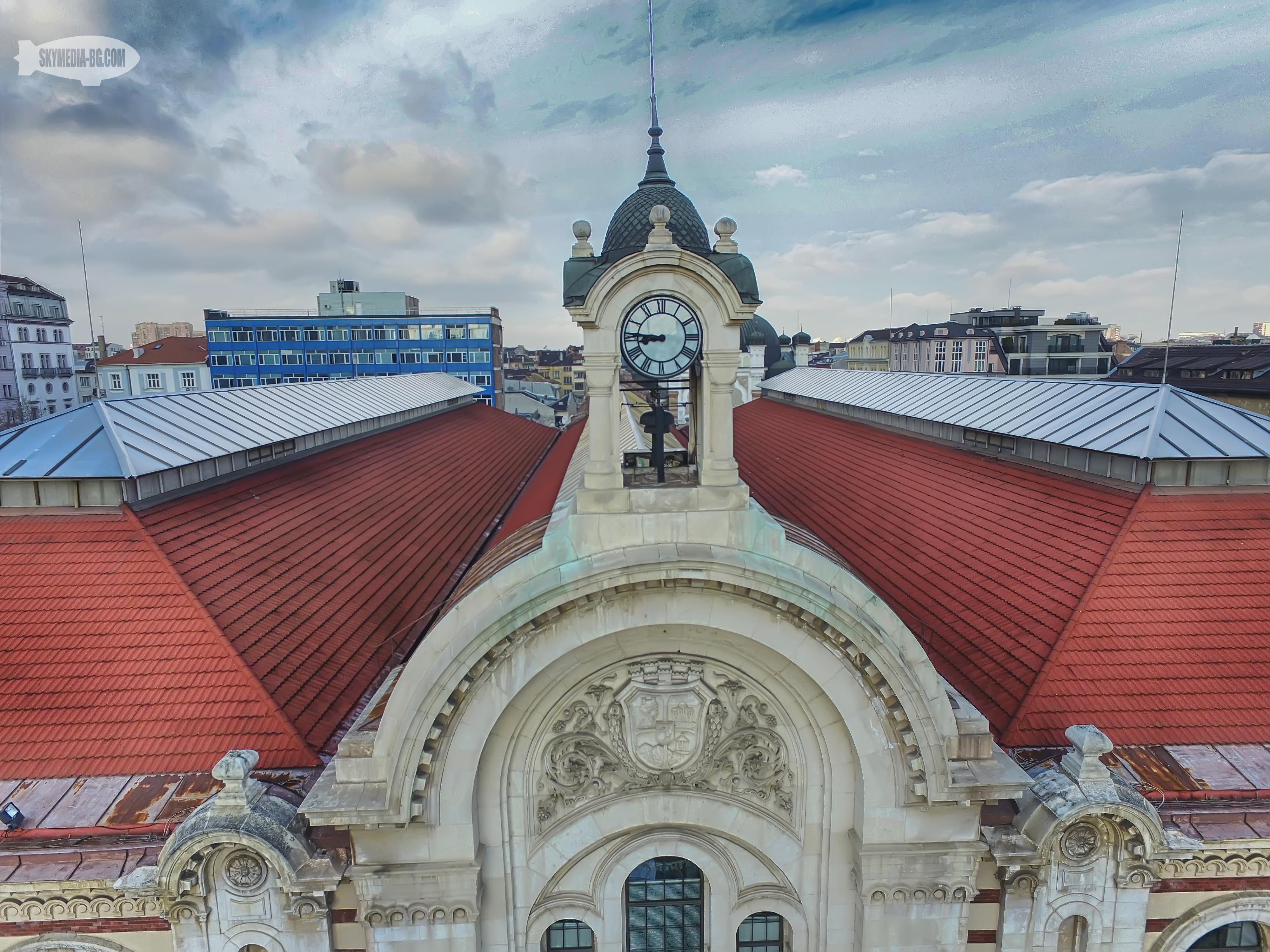 Централните софийски хали са отворени през 1911г. Проектът е на архитект Наум Торбов. Затворени са от 1988г. до 2000г.