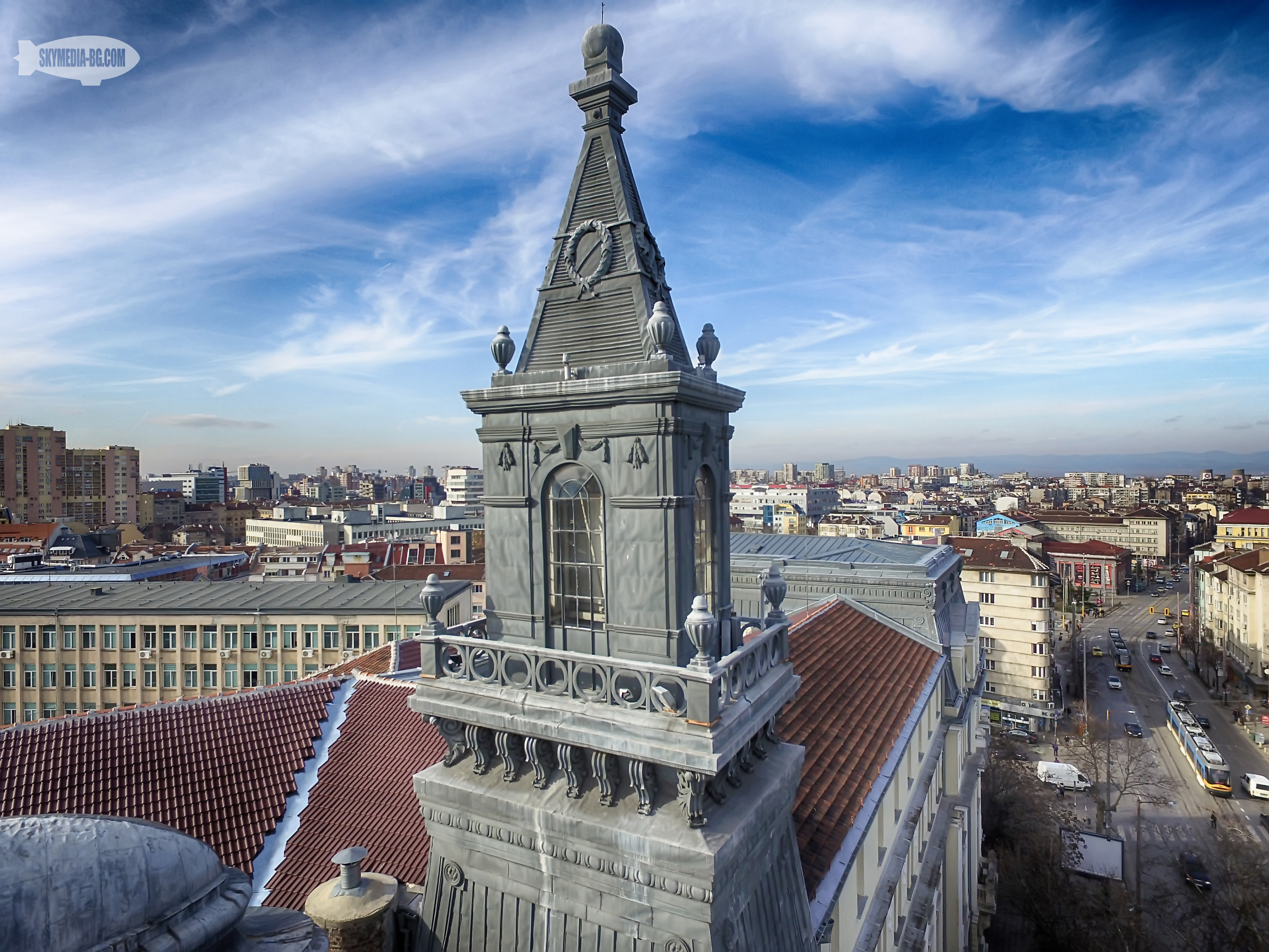 Една от кулите на Министерството на земеделието. Двете декоративни кули са в стил сецесион, а фасадата и орнаментите са барокови.